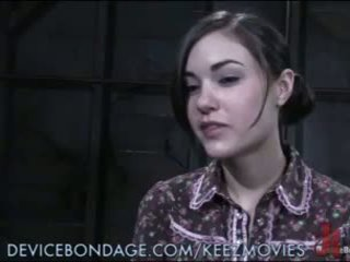 Sasha grey tied līdz a tabula, poked, un shocked