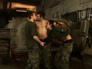 Hardcore homo seks op de militair base