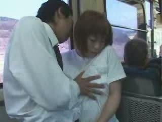 成熟 日本语 巨乳 妈妈 摸索 和 性交 在 总线 视频