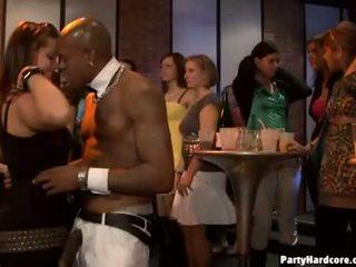 Nonstop στοματικό δουλειά sensation κατά την διάρκεια όργιο πάρτι