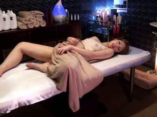 Mosaic: كلية فتاة reluctant النشوة بواسطة masseur