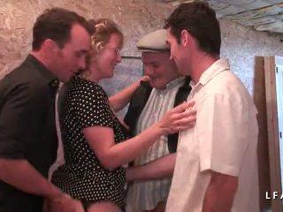Trưởng thành francaise se fait demonter le cul en gangbang