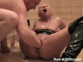 Fisting my slut bojo and pissing in her pasuryan