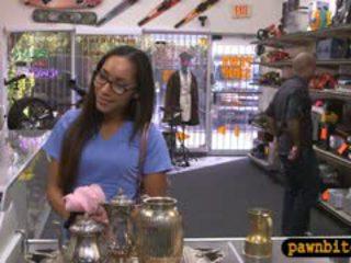 Desperate jente sells teapot og knullet i den bakrom