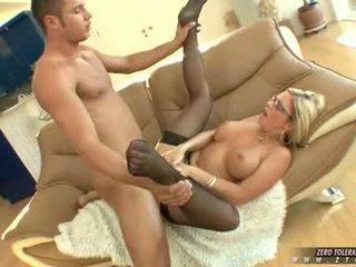 Bitchy vroče ahryan astyn gets a bogati spurt od tič cream na ji obraz