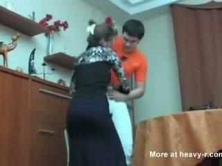 Ruské mama prichytené ju syn masterbating