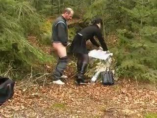Kuuma ruskeaverikkö ja vanha mies, vapaa anaali porno video- 44