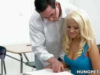 大胸部, 面部护理, 高清色情