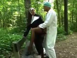 নিষ্পাপ, বহিরঙ্গন, nun