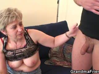 Grootmoeder takes two cocks na masturbation