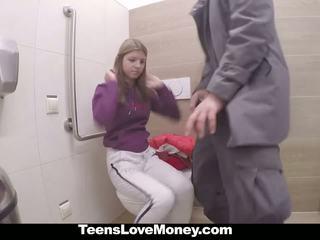 الروسية فتاة fucks stranger إلى نقود