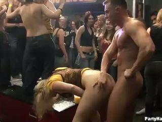 Grup sex salbatic patty la noapte club
