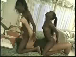 Africa gemelle scopata con 1 men