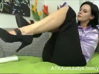 behaarde kut, masturbatie, lingerie