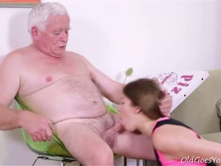 Rita 이다 getting 준비된 에 주기 올라 그녀의 virginity 하지만 그녀 needs two guys 용 그만큼 일!