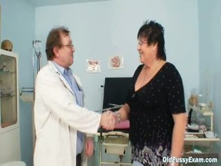 Krūtainas elder sieviete gyn clinic eksāmens
