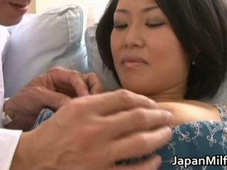Ayaka aziāti mammīte spreads viņai kājas