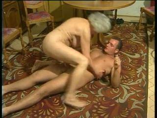 Сексуальна з збуджена бабусі відео