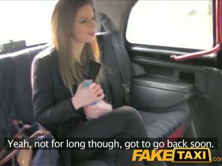 Faketaxi stupéfiant brunette takes elle à partir de derrière en taxi sextape - porno vidéo 211
