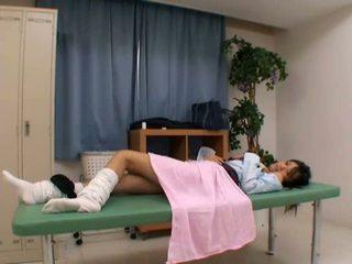 Perverzno doktor uses mlada bolnik