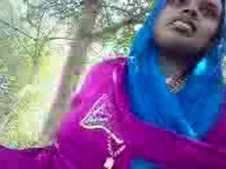 Punjabi Aunty Giving Handjob In The Park