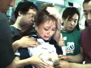 Nastolatka macane i used w a pociąg
