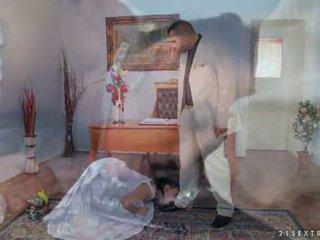 Antonio punishes selvagem devil em o casamento
