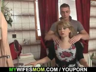 彼 cheats とともに ホット mother-in-law