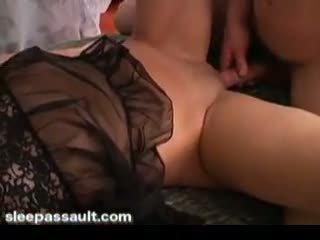 Seks / persetubuhan yang tidur gadis dan cumming pada beliau