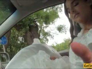 Runaway morsian amirah adara pounded kanssa stranger sisään a auto
