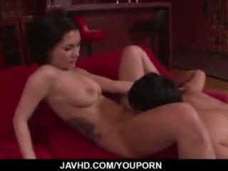 Maria ozawa receives plaisir vers le bas son poilu amour hole