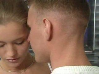 Heet duits russisch tiener in kantoor seks actie