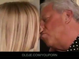 Senas ir jaunas seksas tryse šūdas