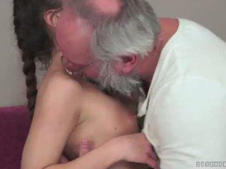 Teenie anita bellini gets perses poolt a vanaisa