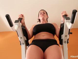 Alison works out ji perfektno telo in muca