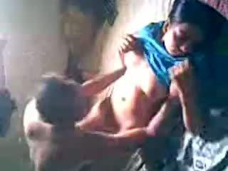 Desi village fille obtenir baisée par lover caché