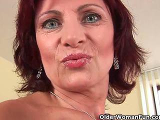 Oma mit schwer nippel und haarig muschi masturbates