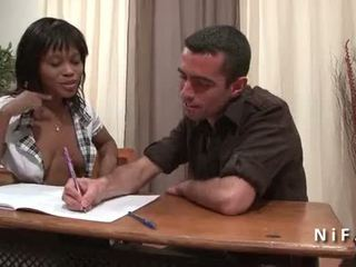 Frans zwart student in schoolmeisje uniform double penetrated door 2 blank dicks
