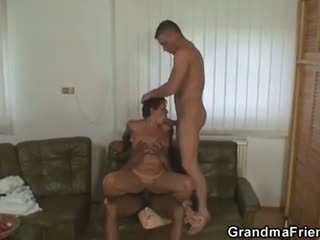Lonely grootmoeder gets pounded door two buddies