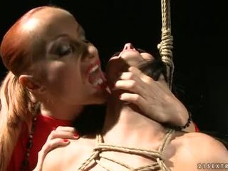 Katy borman torment একটি গরম মধু সঙ্গে rope উপর শরীর