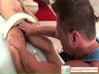 Jake getting його гігантський пеніс massaged і sucked по massagevictim