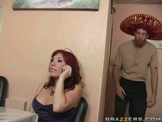 Збуджена грудаста брюнетка матуся смокче величезний thick пеніс
