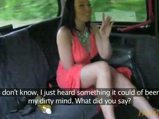 Uzbudinātas mammīte seduced līdz viņai taxi driver