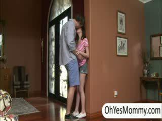Victoria met boyfriend gets betrapt door ondeugend stap mam alexandra