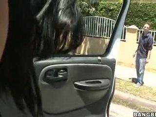 Abella anderson follando en un السيارات