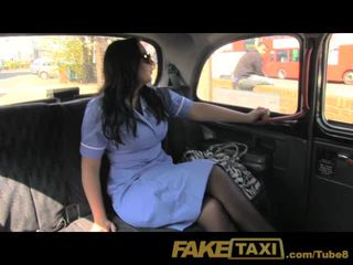 Faketaxi uzbudinātas medmāsa loves a liels dzimumloceklis