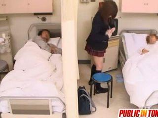 調皮 日本語 青少年 gets 性交 在 一 醫院 床