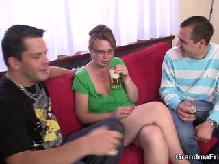 Groß titted reif loves dicklicking und having spaß two privat parts