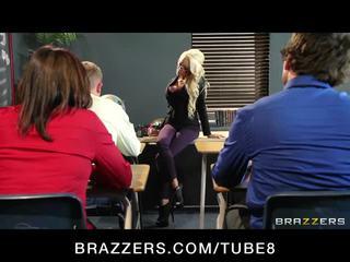Suur tihane blond õpetaja gets taught a lesson sisse keppimine