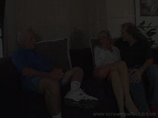เมีย enjoys a เถื่อน นั่ง ในขณะที่ cuckhold สามี watches